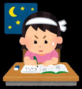 暇な夜に勉強をする女の子
