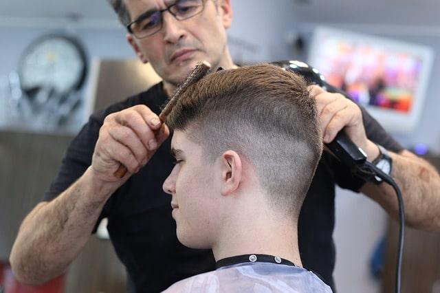 一人暮らしの暇つぶし方法として髪の毛をカットしてもらう