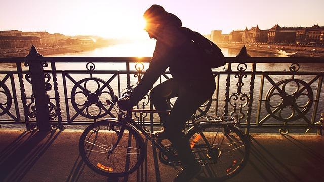 自転車で一人で出かける