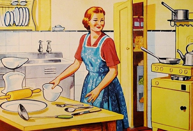 最強すぎる食べ物を調理する女性