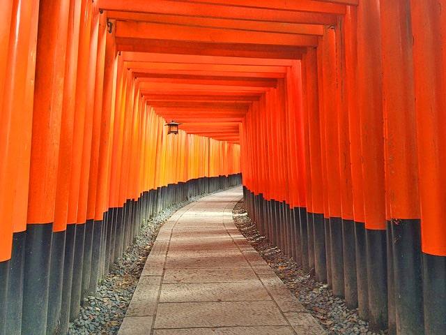 京都の観光スポットの伏見稲荷
